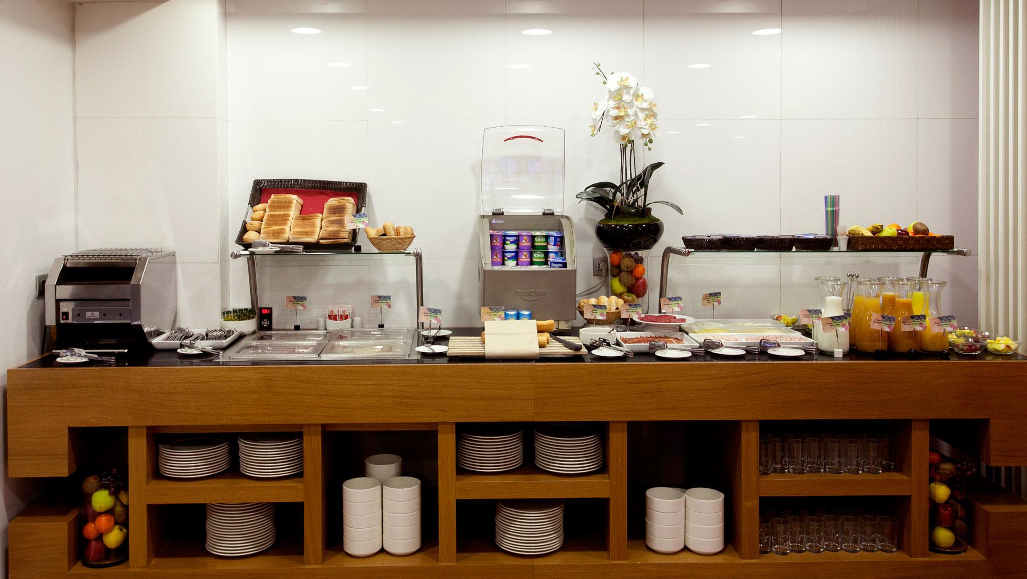 Resultado de imagen de buffet desayuno